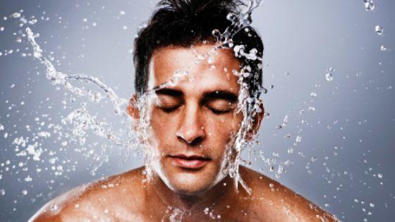 Cleanse men skin for blackhead